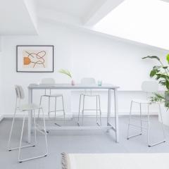 Table haute L. 161,5 x P. 70 x H. 90cm - pied bois massif
